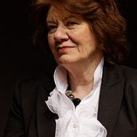 220px-Paris_-_Salon_du_livre_2012_-_Anne_Perry_-_012-200x300